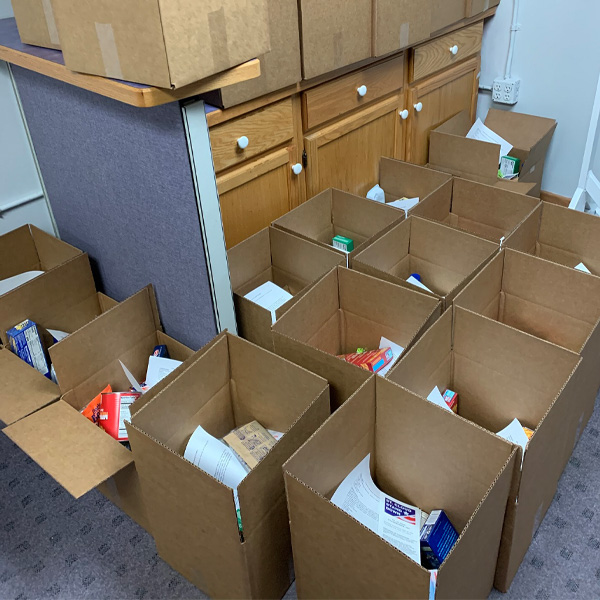 Volunteer Food boxesVolunteer Food Boxes for Veterans in Need